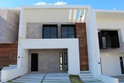 Casa En Renta En Zibata, El Marques, Rah-mx-20-2372