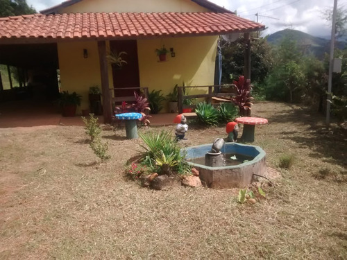 Chácara No Bairro Nogueira Em Aiuruoca Mg, Perto De Alagoa , Lugar De Lindas Cachoeiras, Casa Com 03 Quartos, Terreno Com 2.000 M2. - 330