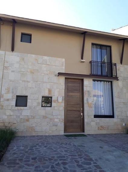 Se Renta Casa En Hacienda Valbuena