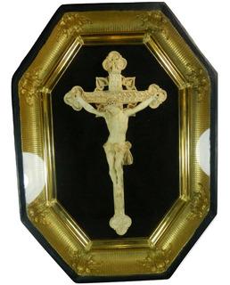 Antigua Placa Tallada Con Cristo En La Cruz Enmarcada