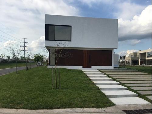 Casa Con Renta.  3 Dormitorios Con Dependencia Y Escritorio, Tipas Nordelta