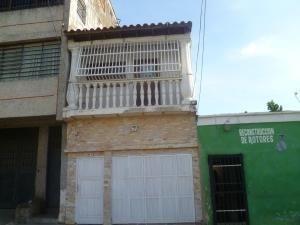 Casa En Venta Los Taladros Valencia Carabobo 20-4339 Rahv