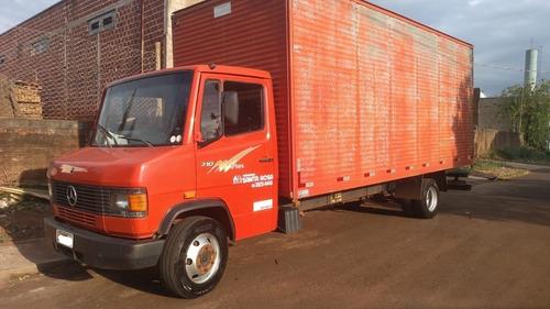 Imagem 1 de 8 de Caminhão Baú Mercedes 710