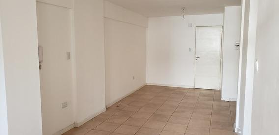 Alquilo Dep. 1 Dormitorio Externo M.moreno 100 Centro