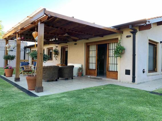 Casa Céntrica 5 Ambientes,3 Baños,quincho,pileta Climatizada