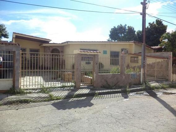 Casa En Venta En Paraparal, Los Guayos Carabobo 20-4842 Em