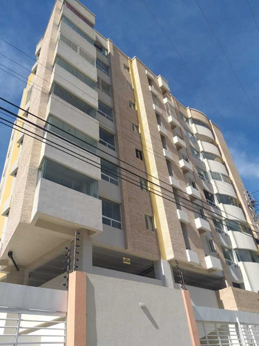 Imagen 1 de 14 de Apartamento  De 90 M2 En La Esperanza En Maracay