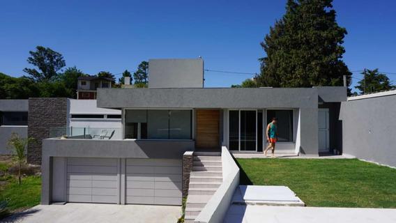 Casa De 4 Ambientes Con 3 Baños , Pileta Con Vista Al Lago