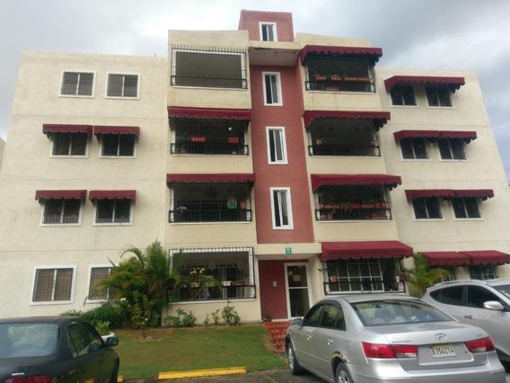 Apartamento De 3 Habitaciones En Carmen Renata Iii