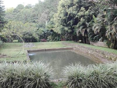 Finca Con Lago Y Quebrada En Piendamo