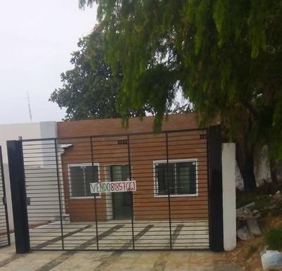 Casa En Lambare , Con 2 Dormitorios , 1 En Suite Sala ,