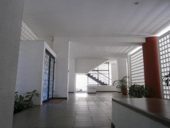 Apartamento En Las Mercedes Ha Mls #18-1821