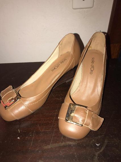 Sapato Fechado Bege Couro