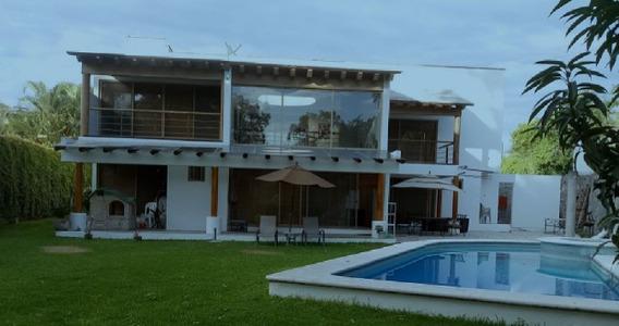 Bonita Casa En Renta/venta De 471 M2 En Cuernava. Jm