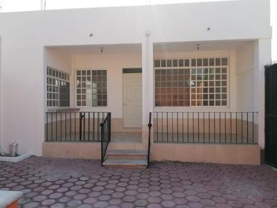 Venta De Casa Con Alberca En Col. El Porvenir, A Unas Cuadras De Civac