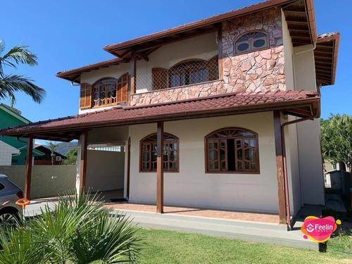 Imagem 1 de 30 de Linda Casa Em Estilo Colonial Com 6 Dormitórios (suíte Master) À Venda, 240 M² Por R$ 1.200.000 - Campeche - Florianópolis/sc - Sc - Ca0119_feelin