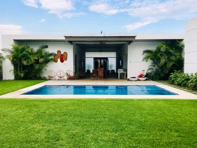 Hermosa Casa De Un Nivel En Venta Dentro Del Exclusivo Club De Golf Santa Fe