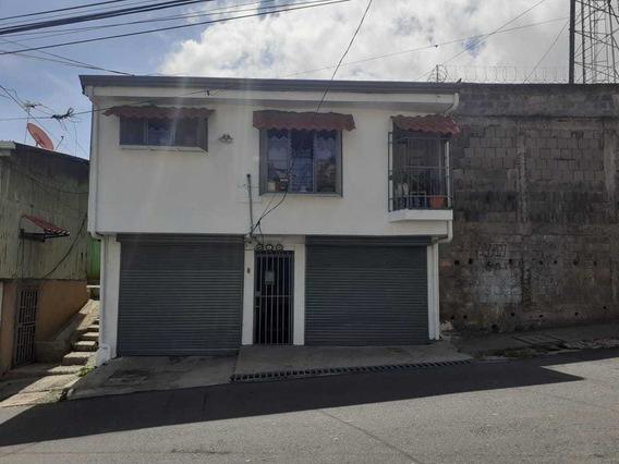 Casa De 2 Dormitorios, Sala, Cocina Comedor, Lavandería, Ba