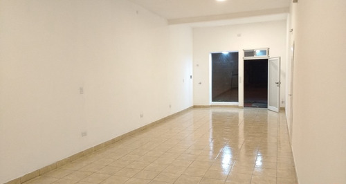 Imagen 1 de 11 de Venta Local Con Renta Zona Chauvin