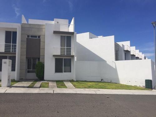 Casa En Renta En El Mirador, Espacios Amplios