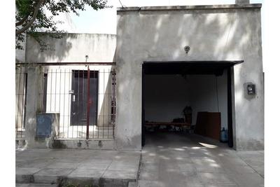 Casa 3 Amb. Con Patio. Villa Ballester