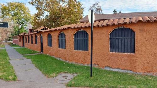 Imagen 1 de 23 de Linda Y Amplia Casa En Comuna De La Reina.