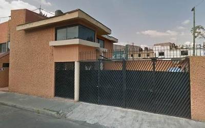 Casa, Paseos De Churubusco. $1,974,000 Remate Bancario