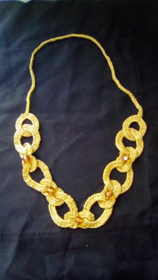 Colar Feito De Croche Dourado