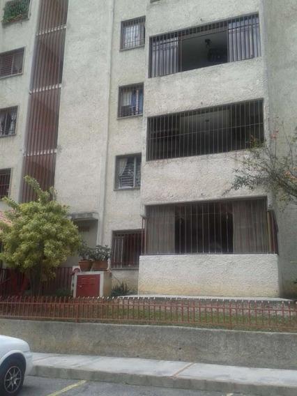 Apartamento En Venta, 3 Habitaciones, 2 Baños.