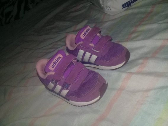 Vendo Zapatilla adidas De Nena