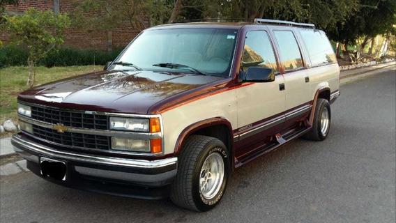 Chevrolet Suburban Equipada