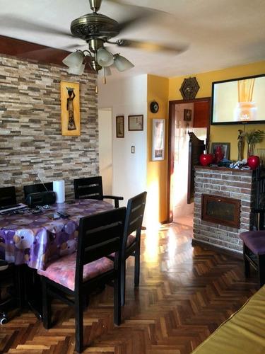 Apartamento De 3 Dormitorios, 1 Baño Y Cochera