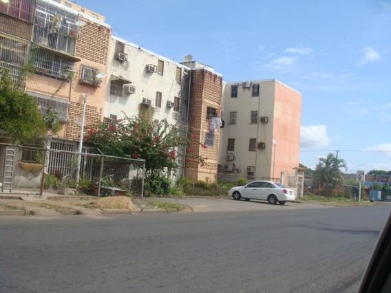 En Alquiler Apartamento De 3 Habitaciones En Unare
