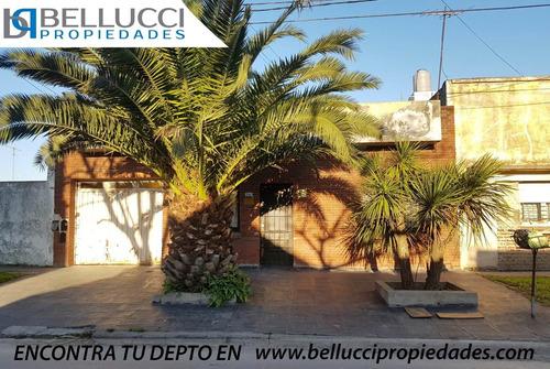 Casa En Venta - Lote De 10 X 23  - Zona Rivadavia Bernardino