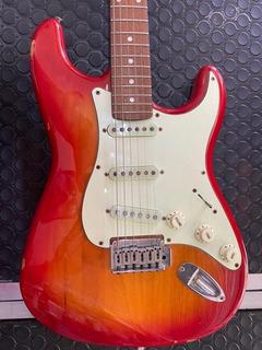 Stratocaster Standard Fender Squier