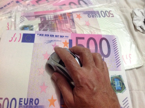 Mousepad 500 Euros.