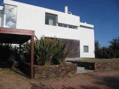 Casa En Alquiler De 3 Dormitorios En Punta Piedras