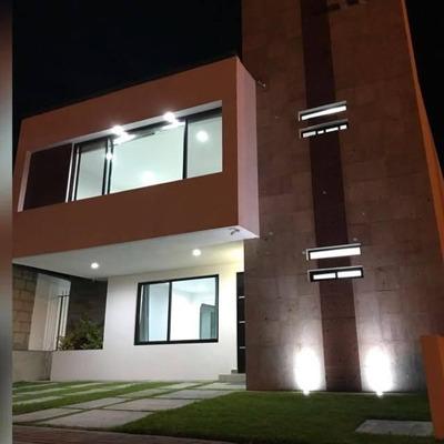 Preciosa Casa En Juriquilla San Isidro, 3 Recámaras, Jardín, 2.5 Baños, Estudio
