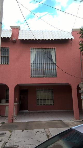 Casa Centrica Ladrillo Cerca Tec Mty Fracc Pvdo Con Alberca