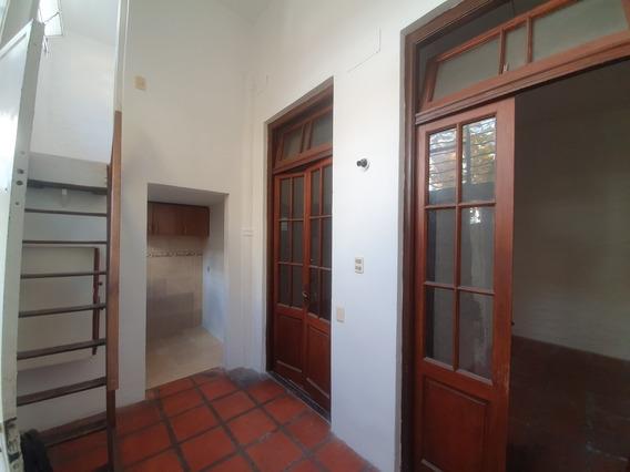 Apartamento De 2 Dormitorios Por Corredor..