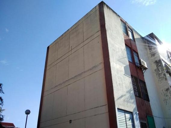 Apartamento En Venta En Cabudare 19-14361 Rb