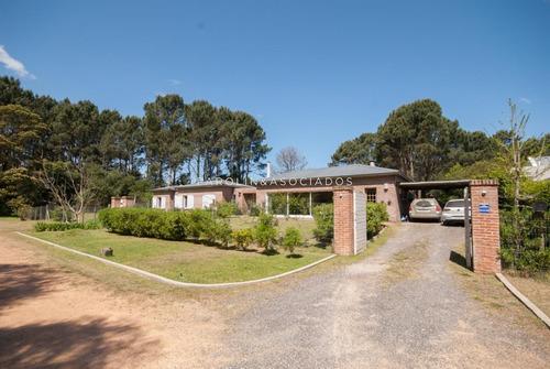 Casa De 3 Dormitorios En Burnett, Punta Del Este- Ref: 2485