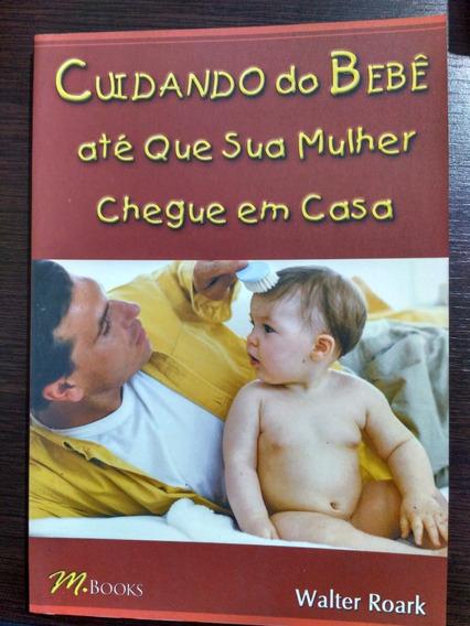 Cuidando Do Bebê Até Que Sua Mulher Chegue Em Casa