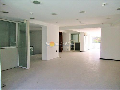 Local En Alquiler Ideal Para Casa De Cambio Banco O Similares- Ref: 12167