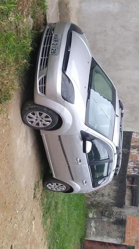 Imagem 1 de 8 de Ford Fiesta 2005 1.0 Personnalité 5p