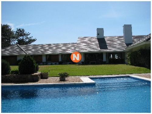 Casa En Venta Y Alquiler, Golf, Punta Del Este, 5 Dormitorios.- Ref: 209230