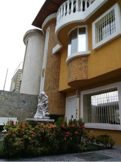 Elegante Quinta En Andres Bello 04144445658
