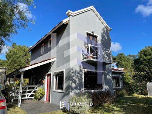 Casa En Venta En Pinares, Pronta Para Entrar A Vivir!