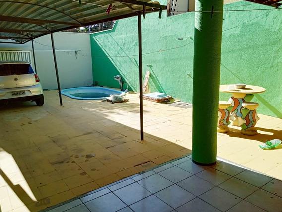 Casa Com Piscina, A Poucas Quadras Da Avenida José Leon