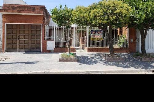 Casa En Venta En Isidro Casanova